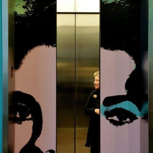 Στο ασανσέρ που συναντιόμαστε...