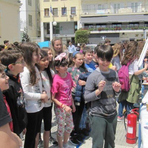"""Το """"Πανηγύρι Φυσικών Επιστημών"""" του 3ου Γυμνασίου Βέροιας στην Πλατεία Δημαρχείου – Μια ενδιαφέρουσα ιδέα που δικαιώθηκε"""