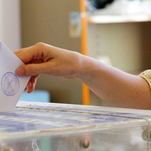 """""""Η ώρα (και οι ψήφοι) των πολλών"""" γράφει ο Δημήτρης Μηλάκας"""