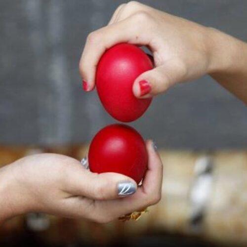 Έθιμο τσουγκρίσματος αυγών από το Σύλλογο Βλάχων Βέροιας