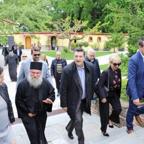 Ο Απόστολος Τζιτζικώστας   σε  Νάουσα, Κατερίνη και   Λιτόχωρο