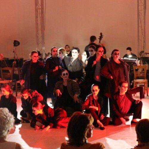 Η Σόνια Θεοδωρίδου στο Μουσείο των Αιγών σε μια ατμοσφαιρική παράσταση μνήμης που καθήλωσε