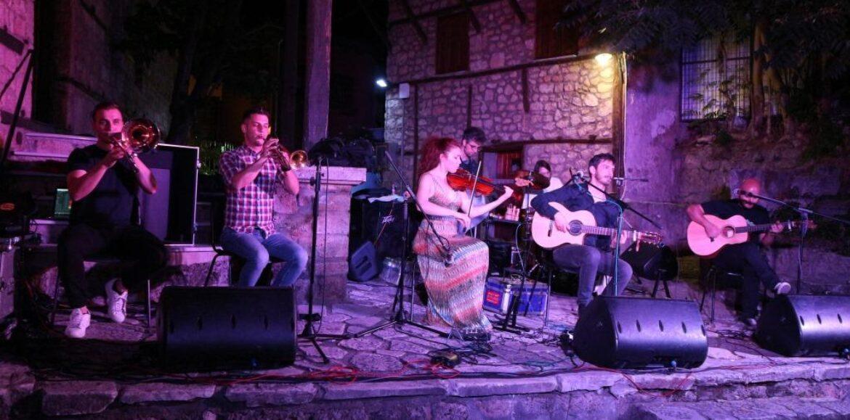 Πανηγυρικό φινάλε για την Εύηχη Πόλη με την έξοχη βεροιώτικη Μπάντα του Μίμη Νικολόπουλου