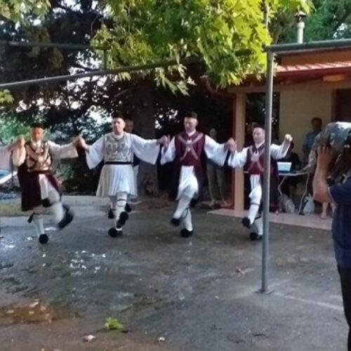 Το χορευτικό του ΠΟΞ  στον Εσπερινό της Πεντηκοστής του Ιερού Ναού  Αγίας Τριάδος Πανοράματος Βεροίας