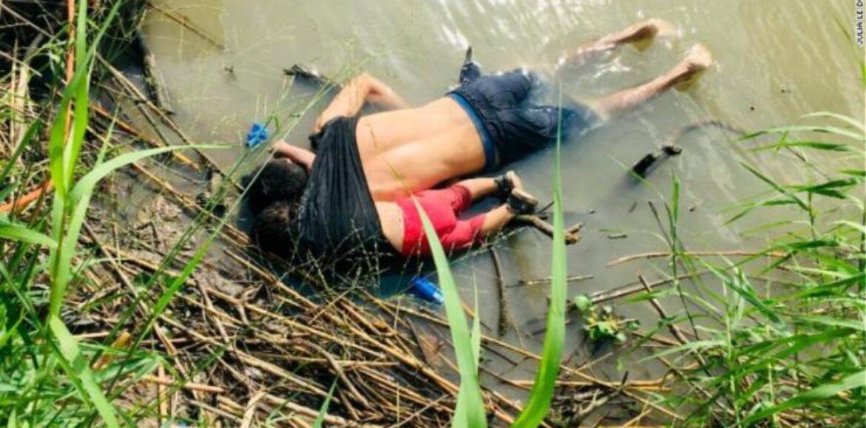 Νέα φωτογραφία σοκ - Πατέρας και κόρη πνίγηκαν αγκαλιά στα σύνορα των ΗΠΑ