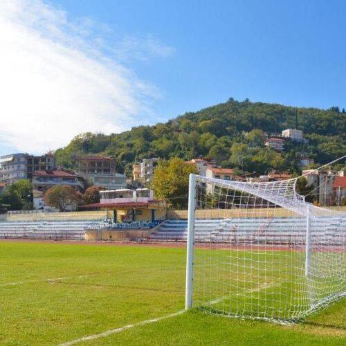Φιλικός αγώνας ποδοσφαίρου μεταξύ των παλαίμαχων Νάουσας και Βέροιας για φιλανθρωπικό σκοπό