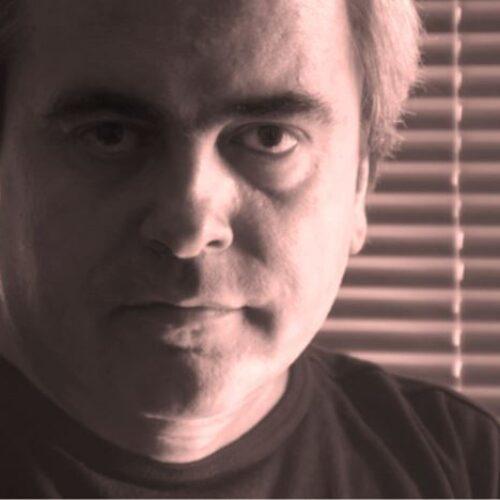 Κώστας Μπραβάκης. Μοναχικός οδοιπόρος στα μονοπάτια της μουσικής και της λογοτεχνίας