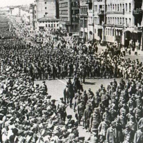 """Η """"παρέλαση των ηττημένων"""" ή """"το μεγάλο βαλς"""": Όταν χιλιάδες αιχμάλωτοι ναζί βάδιζαν στους δρόμους της Μόσχας (video)"""