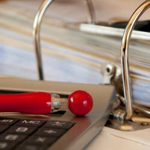 Τι προβλέπουν και ποιες ελαφρύνσεις περιέχουν τα δύο φορολογικά νομοσχέδια