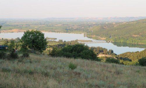 Πωλείται οικόπεδο 1000 τ.μ. στα Ασώματα της Βέροιας με θέα τη Λίμνη του Αλιάκμονα