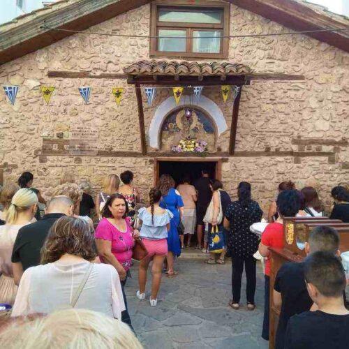 27 Αυγούστου - Μνήμη του Αγ. Φανουρίου.  Πλήθος κόσμου στην πανήγυρη, στο παρεκκλήσι της Βέροιας