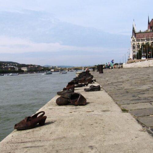 Τα παπούτσια - σύμβολα στις όχθες του Δούναβη και στην Εβραϊκή Συνοικία της Βέροιας