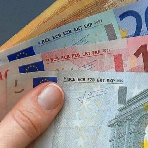 Μειώνεται ο φορολογικός συντελεστής στα χαμηλά εισοδήματα – Οι νέες φορολογικές ελαφρύνσεις που εξαγγέλθηκαν