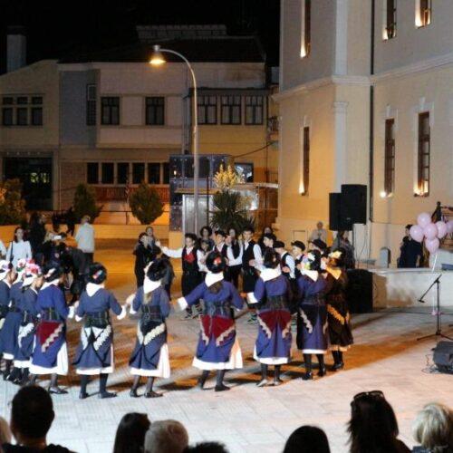Με χορευτικά  και  χορωδία έκλεισαν  οι εκδηλώσεις στη Βέροια  για την πρόληψη του καρκίνου του μαστού