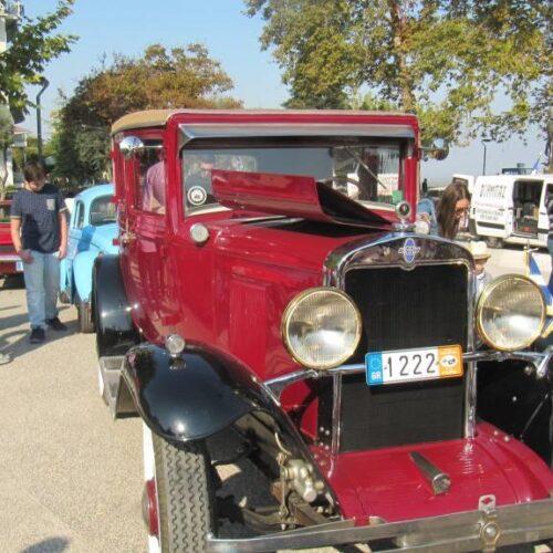 Αυτοκίνητα κλασικά, που έγραψαν ιστορία, στην Πλατεία της Ελιάς στη Βέροια