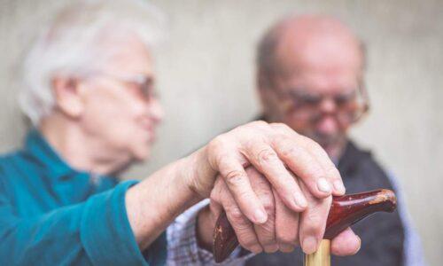 Φύλαξη και φροντίδα ασθενών και ηλικιωμένων από έμπειρο πτυχιούχο νοσηλευτή