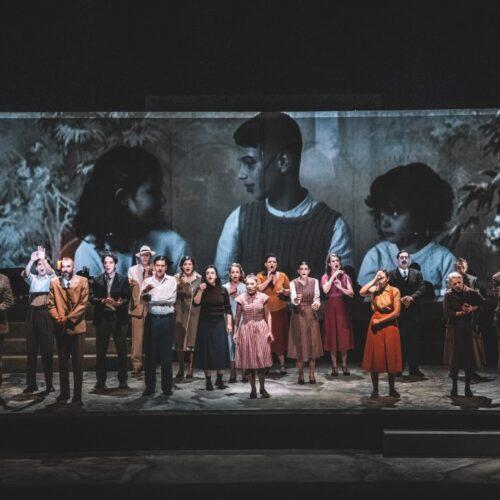"""ΚΘΒΕ: Ενθουσίασε το κοινό """"Η μεγάλη πλατεία"""" στο κατάμεστο θέατρο της Μονής Λαζαριστών"""