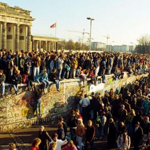 """""""Το Τείχος Έπεσε;"""" γράφει ο Κώστας Λουλουδάκης"""