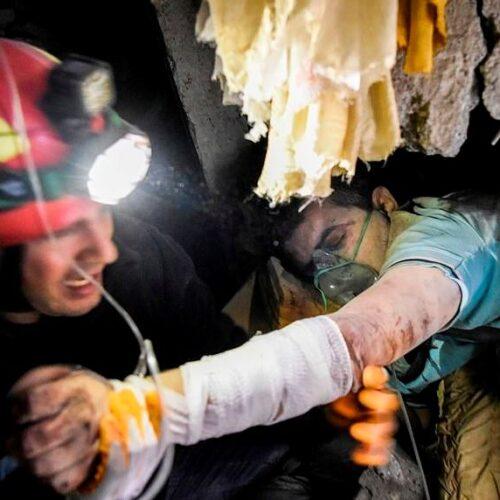 Στους 31 οι νεκροί του φονικού σεισμού στην Αλβανία - Άγνωστο πόσοι βρίσκονται θαμμένοι κάτω από τα συντρίμμια (photos)