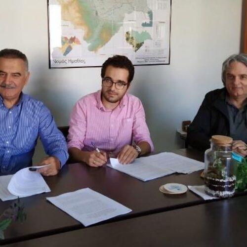 """Υπεγράφη η σύμβαση για το έργο """"Δημοτική Βιβλιοθήκη και Κέντρο Μουσικής Μακροχωρίου"""" μεταξύ ΑΝΗΜΑ και ΚΕΠΑ"""