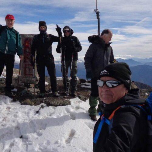 Σμόλικας: Πατώντας το πρώτο χιόνι στα 2.637 μέτρα υψόμετρο της κορυφής