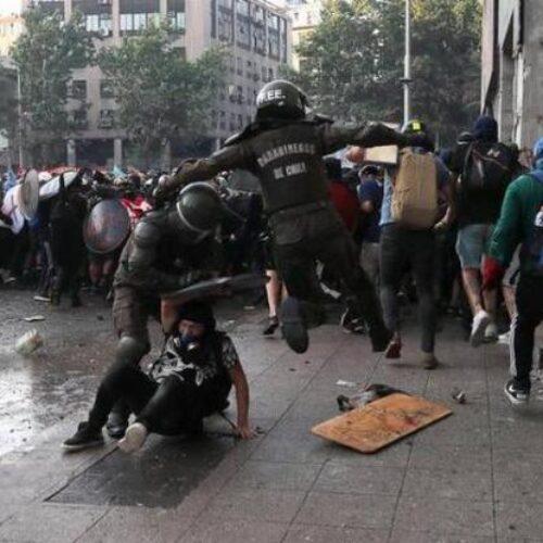 Xιλή: Κυβερνητική έκκληση κατά της βίας των... διαδηλωτών κι όχι της αστυνομίας (videos)