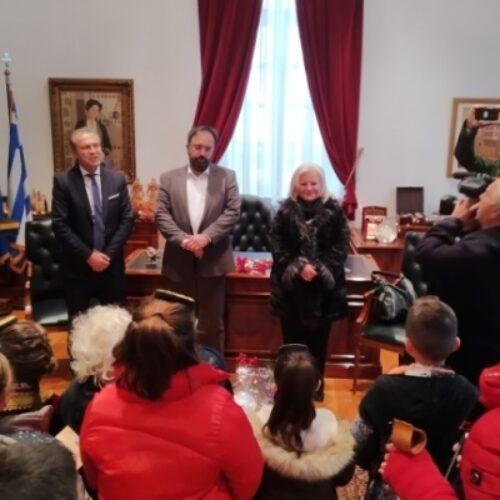 Χριστουγεννιάτικα κάλαντα στο Δημαρχείο Βέροιας από πολίτες, συλλόγους και φορείς της πόλης