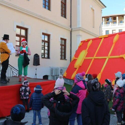 Το χωριό των ξωτικών στην Πλατεία Δημαρχείου της Βέροιας πηγή χαράς για τα παιδιά