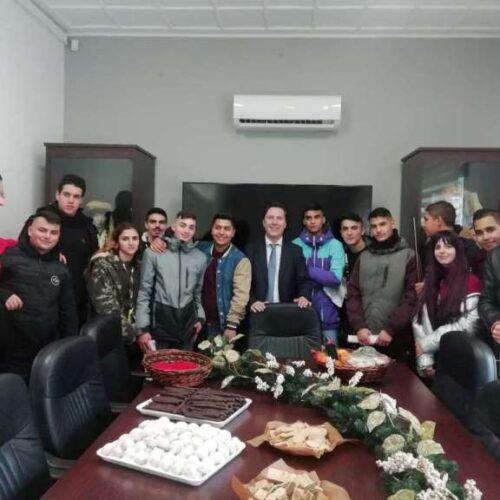 Παραδοσιακά κάλαντα έψαλλαν στον Δήμαρχο Νάουσας παιδιά, μαθητές και πολιτιστικοί φορείς