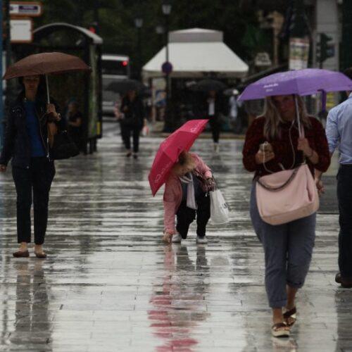 ΕΜΥ: Επιδεινώνεται ο καιρός με βροχές, καταιγίδες και ισχυρούς ανέμους