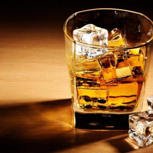 """Μετά τον αντικαπνιστικό έρχεται ποταπαγόρευση: """"Φρένο"""" και στο αλκοόλ;"""