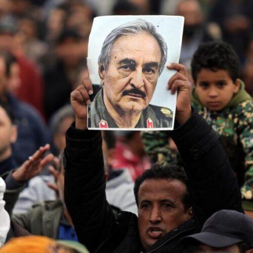 """Ειρηνευτικό """"Βατερλώ"""" στη Μόσχα: Ο Χάφταρ δεν υπέγραψε την συμφωνία με Σάρατζ - Ο λόγος ξανά στα όπλα"""