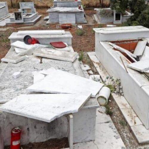Μεσσηνία: Φρικαλεότητα - Ανήλικοι ξέθαψαν νεκρή και την κάθισαν στην είσοδο του νεκροταφείου