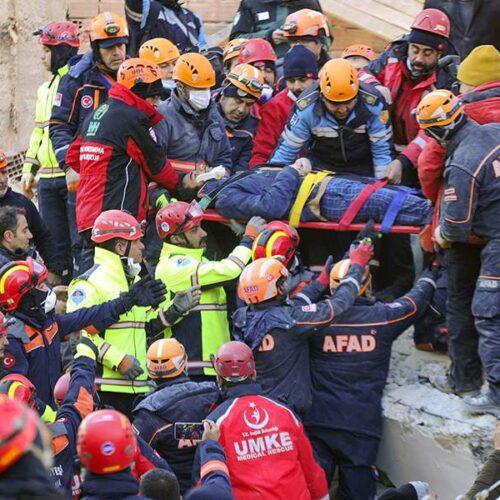 Τουρκία: Στους 29 οι νεκροί του φονικού σεισμού - Μάχη με τα Ρίχτερ, το χρόνο και το κρύο
