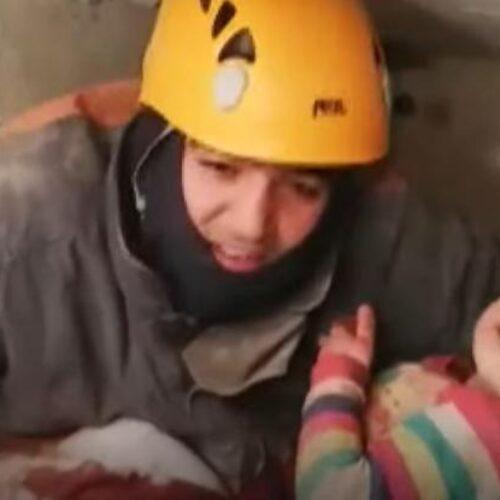 Σεισμός - Τουρκία: Κοριτσάκι δύο ετών απεγκλωβίστηκε με τη μητέρα του 28 ώρες μετά τον σεισμό (photo/video)