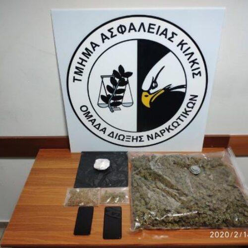 Συνελήφθη 62χρονη να μεταφέρει κοκαΐνη και κάνναβη με μέσα μαζικής μεταφοράς