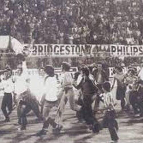 """""""Στο ίδιο έργο θεατές: Μια (πολιτικό)ποδοσφαιρική ιστορία από το 1980"""" γράφει ο Γιώργος Καραγιάννης"""