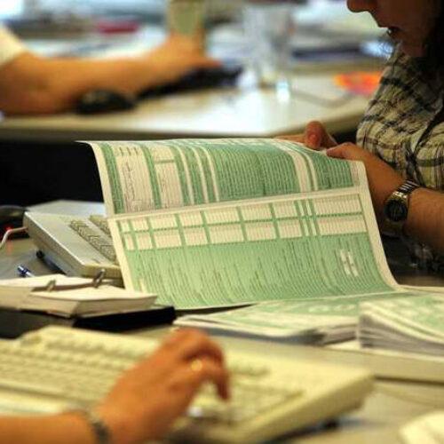 Προσοχή στις βεβαιώσεις αποδοχών: Τα λάθη κρύβουν πρόσθετο φόρο και πρόστιμα