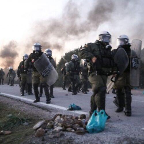 Επεισόδια και συγκρούσεις με τα ΜΑΤ σε Λέσβο και Χίο – Γενική απεργία την Τετάρτη 26 Φεβρουαρίου