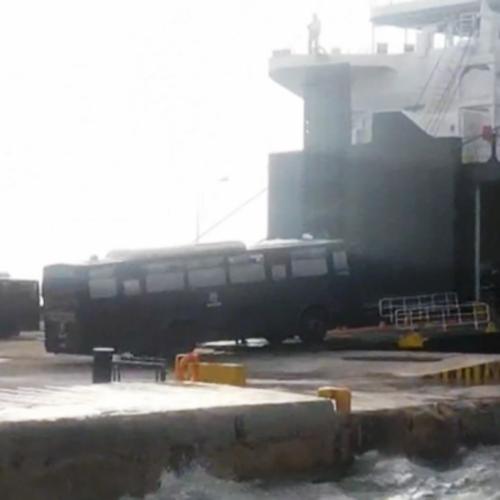 Φεύγουν άρον-άρον δεκάδες διμοιρίες από Λέσβο και Χίο (photos/video)