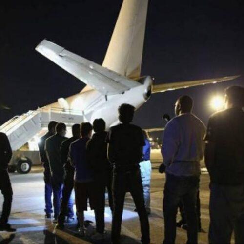 """Με """"χρυσές"""" πτήσεις τσάρτερ οι απελάσεις μεταναστών - Εκατομμύρια ευρώ το κόστος"""