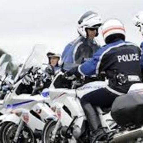 Κορονοϊός: Μοτοσικλετιστές της αστυνομίας του Παρισιού συνοδεύουν πάπια με τα παπάκια της (video)