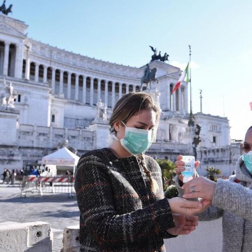"""Ιταλός Καθηγητής: """"Χρειάζεται να είμαστε πιο επιθετικοί στην διάγνωση της ασθένειας σε ανθρώπους που νοσούν στο σπίτι"""""""