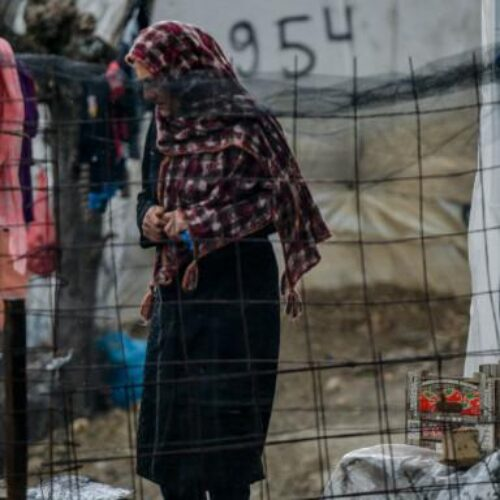 Guardian: Το κρούσμα κορωνοϊού στη Λέσβο προκαλεί φόβους για την Μόρια