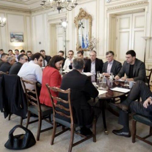 Ευρεία σύσκεψη στο Μαξίμου: Τη Δευτέρα τα επιπλέον έκτακτα μέτρα για την αντιμετώπιση του κορονοϊού