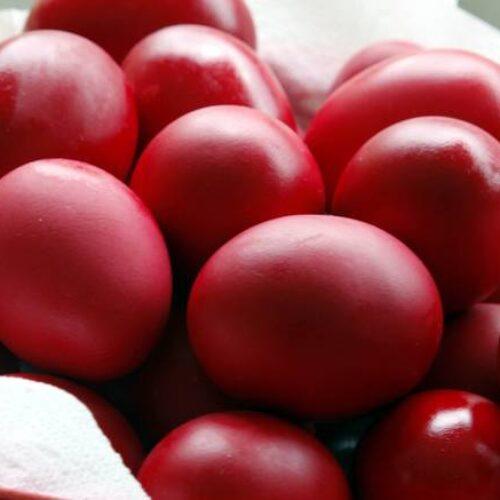 Αυγά πασχαλινά: Πώς καταλαβαίνουμε αν είναι φρέσκα – Κίνδυνοι και θρεπτική αξία