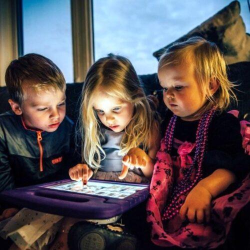 Έρευνα: Μεγαλύτερος ο κίνδυνος για αυτισμό στα μωρά που κάθονται μπροστά σε υπολογιστή ή τηλεόραση