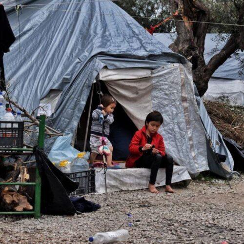 Ένας πρόσφυγας φωτογραφίζει πρόσφυγες: Η ζωή στη Μόρια με τα μάτια των εγκλείστων