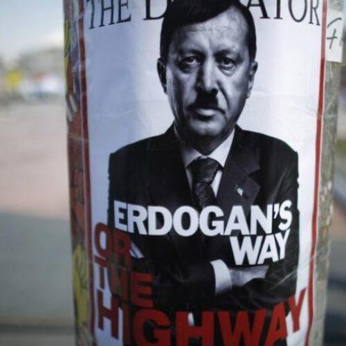 """Επίδειξη... δημοκρατικότητας: Ο Ερντογάν """"φιμώνει"""" τα social media με πρόσχημα τον κορωνοϊό"""