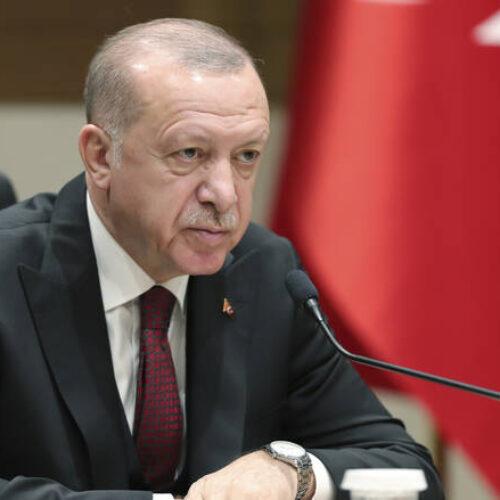 """Ο Ερντογάν μπροστά στην """"τέλεια καταιγίδα"""" - Οικονομία και πανδημία σπρώχνουν τον σουλτάνο σε επώδυνους συμβιβασμούς"""